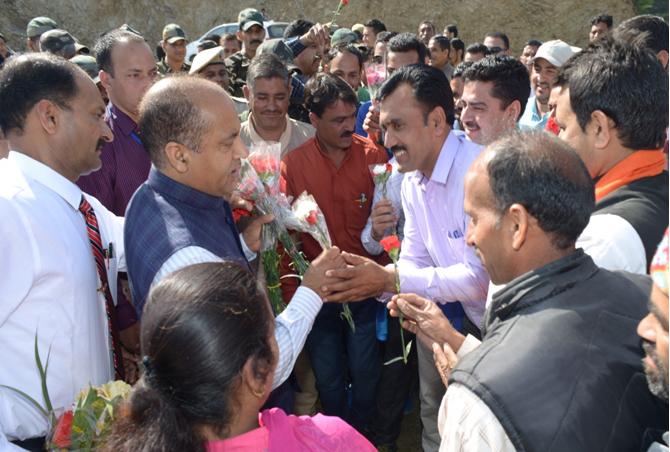 Shri Jai Ram Thakur being welcomed at Raingalu