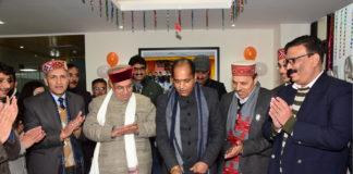 CM visits office of Mukhya Mantri Seva Sankalp Helpline