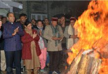 Chief Minister Jai Ram Thakur celebrating Lohri festival