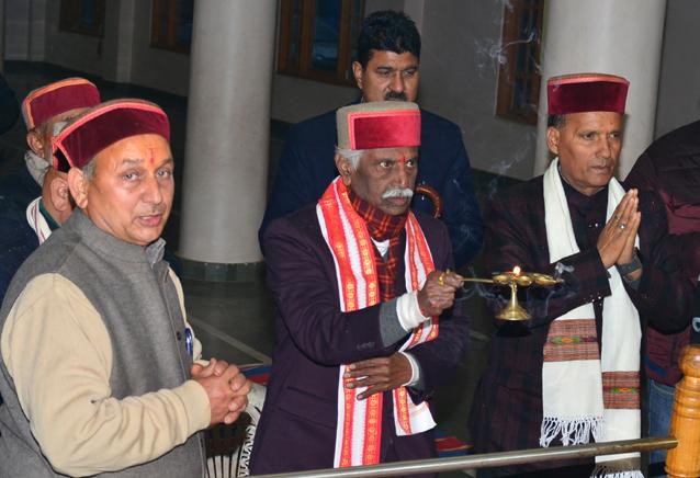Governor takes religious bath in Tattapani on the eve of Sakranti
