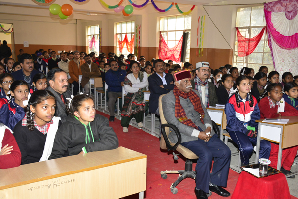 Governor watches Priksha Pe Charcha with Dargi School students