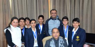 Members of Indian Women Handball team call on CM