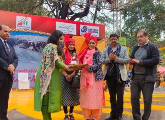 Dr. Sadhna Thakur visits Surajkund Mela