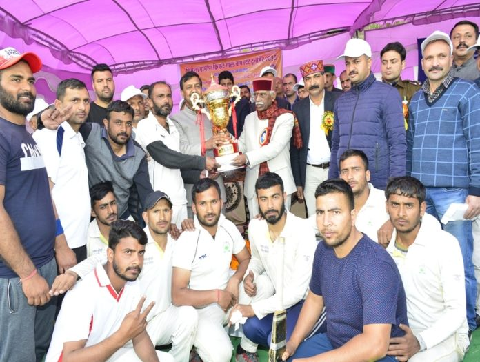 Governor presides over closing ceremony of Shimla Rural Cricket Gold Cup State Competition