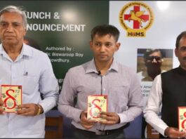 Author Dr. Biswaroop Roy Chowdhury(2nd from left), Guru Manish(3rd from left), a famous Ayurveda expert & a senior allopathic doctor, unveiling Dr Chowdhury's latest book 'δ72' 'Delta to the power of 72'