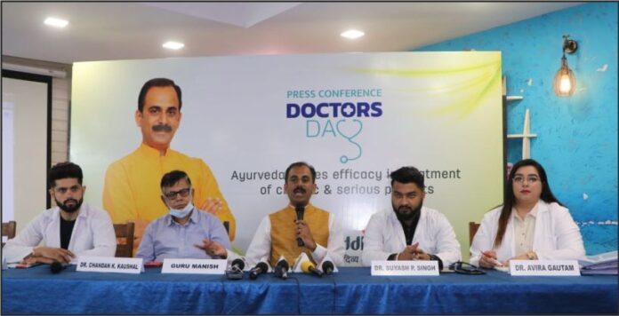 Guru Manish ji (Centre), the founder of Shuddhi Ayurveda along with doctors addressing the media on the occassion of National Doctors' Day at Press Club, Sec 27, Chd (1)